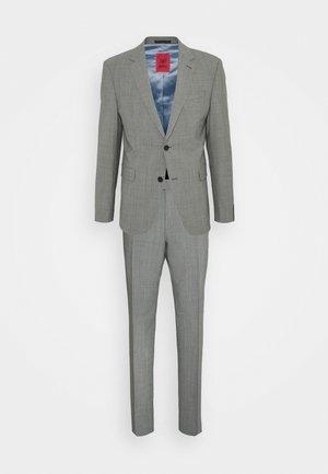 AIDAN MAX - Completo - grey