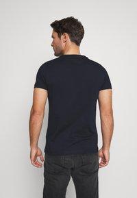 Tommy Hilfiger - YACHT CLUB TEE - Print T-shirt - blue - 2