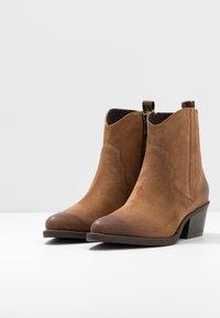 Marco Tozzi - Cowboy/biker ankle boot - camel - 4