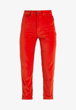 TARA JEAN  - Pantalon classique - tangerine