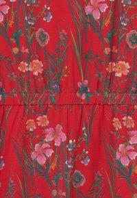 Kaporal - FLORAL TIE WAIST - Žerzejové šaty - red - 2