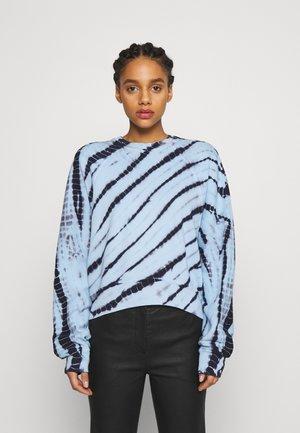 MODIFIED RAGLAN TIE DYE - Sweater - light chambray/navy