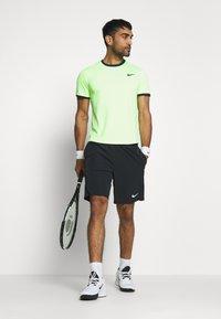 Nike Performance - DRY - T-shirt basic - ghost green/obsidian - 1
