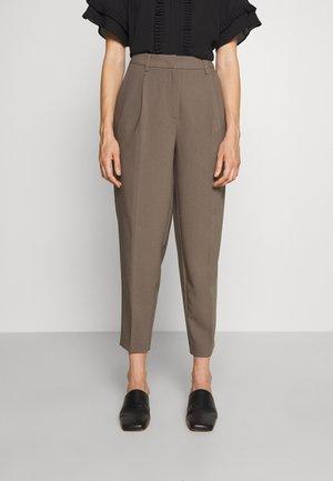 CINDY DAGNY PANT - Pantaloni - bungee brown