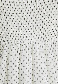Vero Moda Petite - VMSIFFY SMOCK CALF DRESS  - Jurk - snow white/black - 2