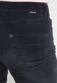 Patagonia - FITTED PANTS - Bukse - smolder blue - 4