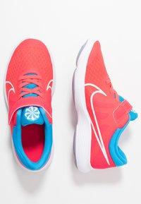 Nike Performance - REVOLUTION 4 DISRUPT - Nøytrale løpesko - red orbit/white/blue hero/indigo haze - 0