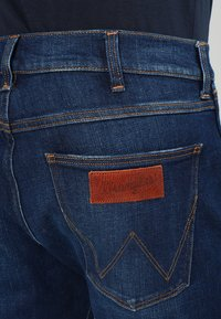 Wrangler - GREENSBORO - Straight leg jeans - dark-blue denim, light-blue denim - 4