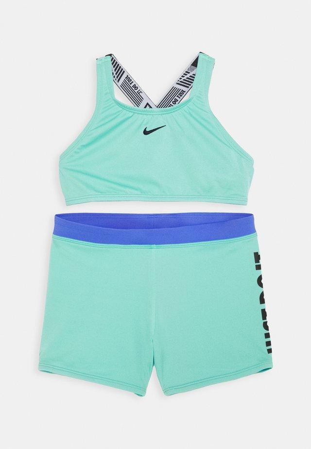 CROSSBACK SPORT SET - Bikini - aurora green