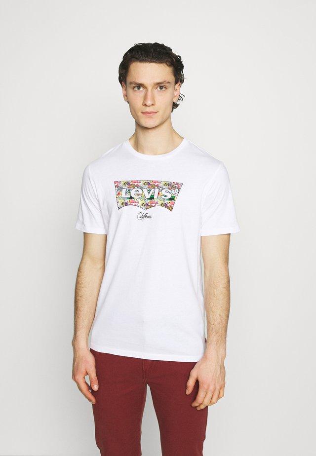 HOUSEMARK GRAPHIC TEE - T-shirt imprimé - white