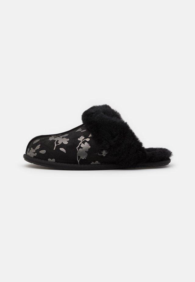 SCUFFETTE FLORAL - Slippers - black