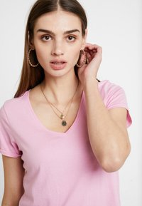 Tommy Jeans - SOFT V NECK TEE - Basic T-shirt - pink - 3