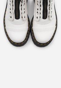 Dr. Martens - SINCLAIR - Platform ankle boots - white aunt sally - 5