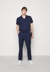 Frescobol Carioca - SPORT - Pantalon classique - dark blue - 1