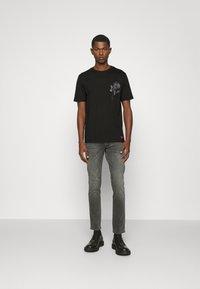 HUGO - DRINCE - Print T-shirt - black - 1