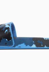 The North Face - M BASE CAMP SLIDE II - Sandały kąpielowe - clearlkbludigtpprt/tnfblk - 5