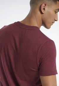 Reebok - TRAINING ESSENTIALS MÉLANGE T-SHIRT - Basic T-shirt - red - 4
