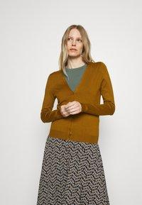 Anna Field - BASIC V-NECK CARDIGAN - Gilet - light brown - 0