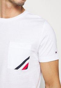 Tommy Hilfiger - POCKET TEE - Basic T-shirt - white - 4