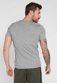 Puma - LOGO TEE - T-shirt imprimé - medium gray heather - 2