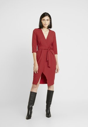 SLEEVE WRAP PENCIL DRESS - Cocktailkjole - red