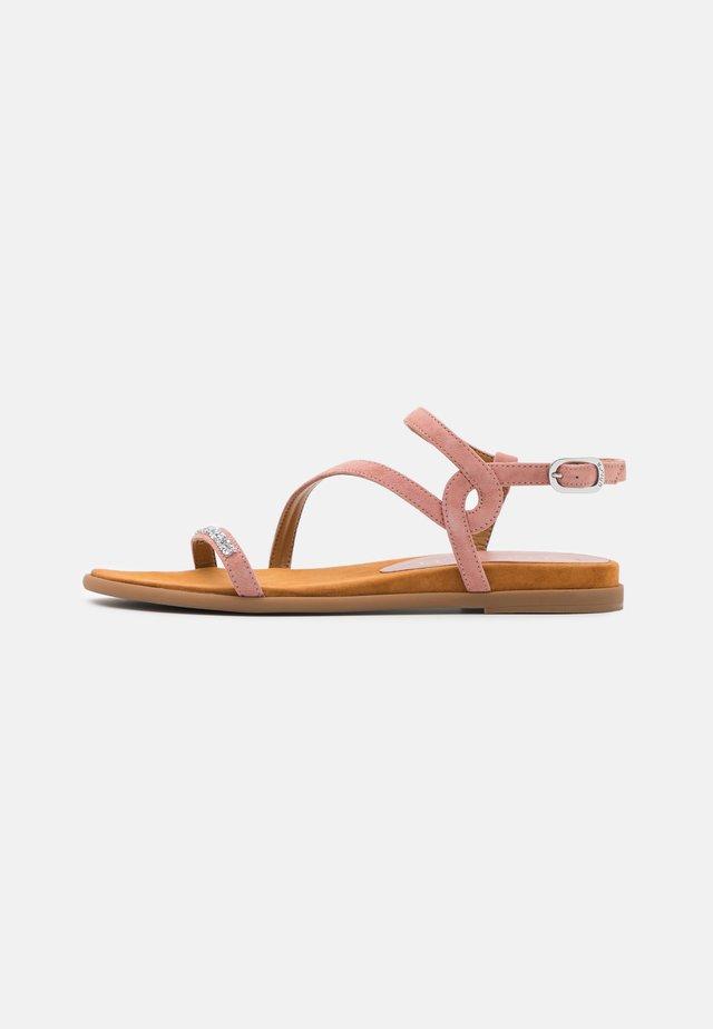 CLARIS - Sandały - rosa