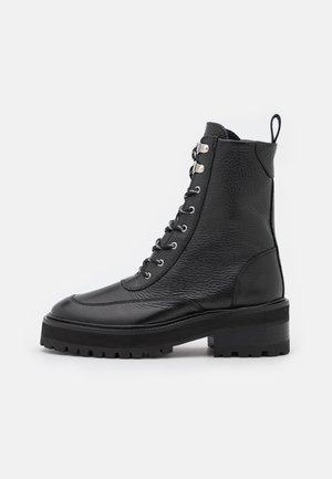 SHOES - Botines con plataforma - black