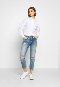 Lacoste - REGULAR FIT CF5614  - Button-down blouse - white - 1