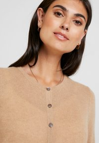 Zalando Essentials - Cardigan - camel - 3