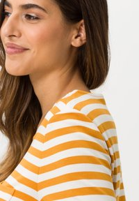 BRAX - STYLE BONNIE - Long sleeved top - butternut - 3