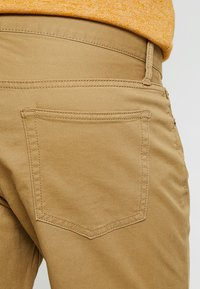 GAP - V-SLIM STRETCH - Jeans slim fit - mission tan - 5