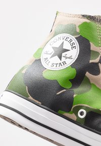 Converse - CLASSIC CHUCK  - Sneakersy wysokie - black/candied ginger/white