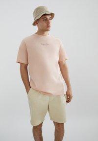 PULL&BEAR - Print T-shirt - orange - 0