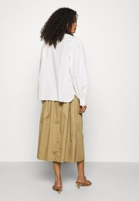 Selected Femme - SLFWANDA MIDI SKIRT - Plisovaná sukně - kelp - 2