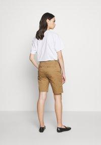CLOSED - HOLDEN - Shorts - golden oak - 2