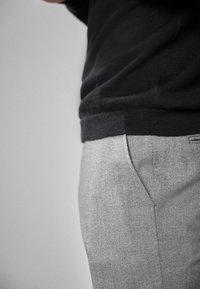 Next - Oblekové kalhoty - light grey - 3