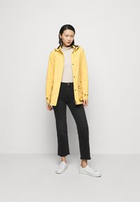 Barbour - CLYDE JACKET - Light jacket - dandelion - 1