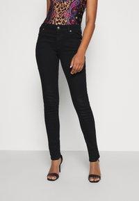 Versace Jeans Couture - Vaqueros pitillo - black - 0