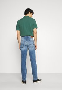Mustang - TRAMPER - Jeans Tapered Fit - denim blue - 2