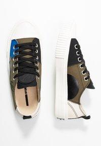 McQ Alexander McQueen - SWALLOW CAPSULE - Sneakersy niskie - khaki/skate/blue - 3