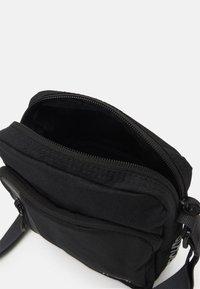 Nike Sportswear - TECH CROSSBODY AIR UNISEX - Across body bag - black/anthracite/white - 2
