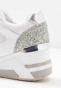 TOM TAILOR - Joggesko - white/silver - 2