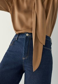 Massimo Dutti - MIT HALBHOHEM BUND - Slim fit jeans - dark blue - 3