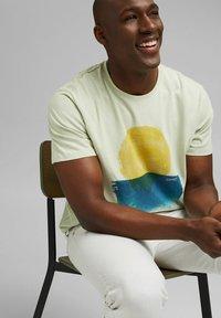 Esprit - ARTWORK - Print T-shirt - pastel green - 6