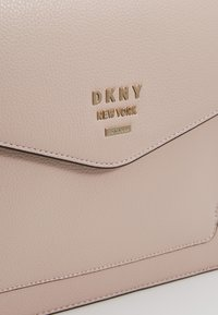 DKNY - WHITNEY SATCHEL  - Kabelka - iconic blush - 6