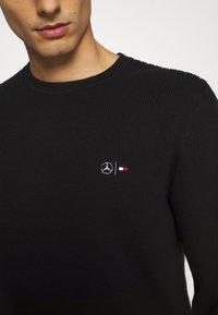Tommy Hilfiger Tailored - DRIVING CREW NECK - Jumper - black - 5