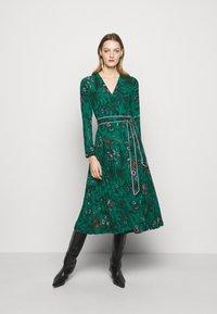 Diane von Furstenberg - AMIYA - Vapaa-ajan mekko - multi/emerald - 1