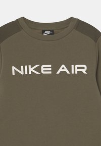 Nike Sportswear - AIR CREW - Felpa - medium olive/cargo khaki/white - 2