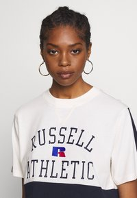 Russell Athletic Eagle R - LAUREN - T-shirt con stampa - soya - 3