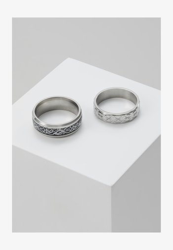 PINKY ETCHED RING SET